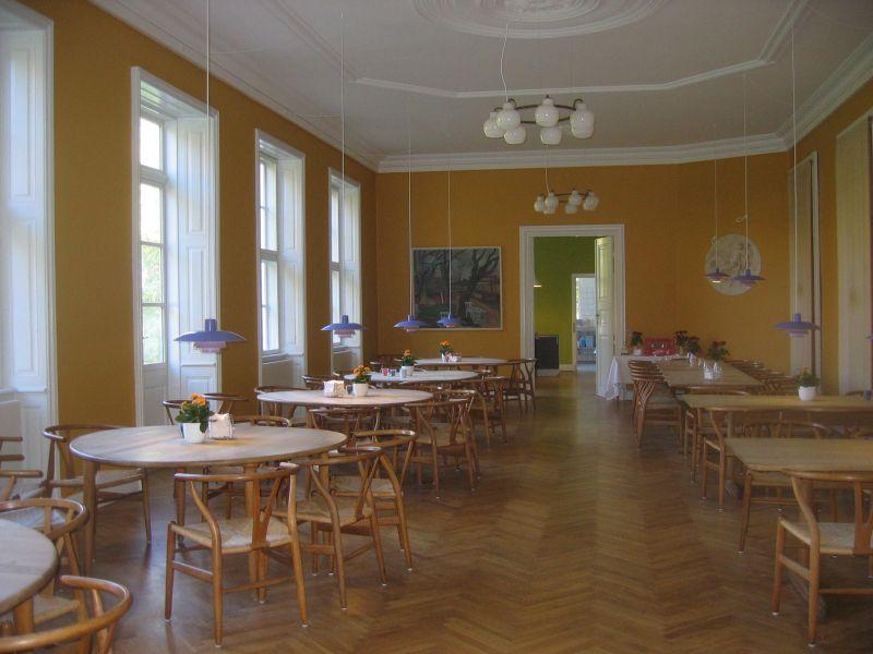 Ole Folmer Hansen har stor erfaring med farvesætning af institutioner,f.eks.Krogerup Højskole